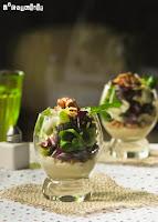 Lechugas sobre crema templada de gorgonzola y nueces