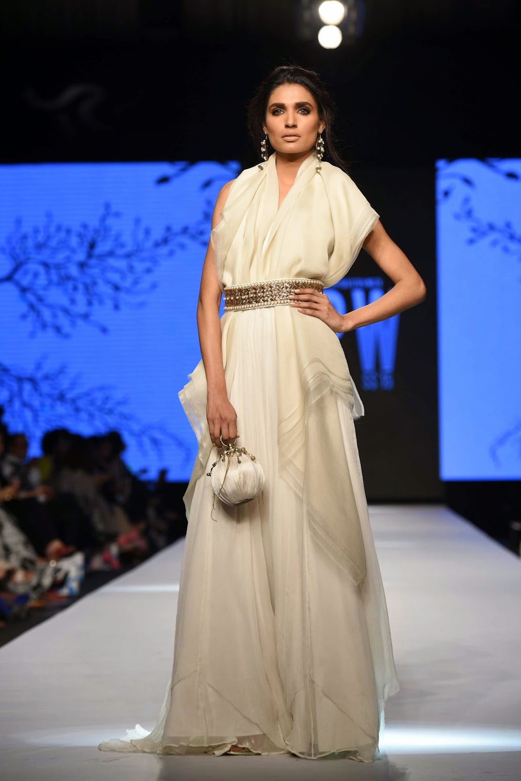 amna ilyas white dress zaheer abbas TFPW15