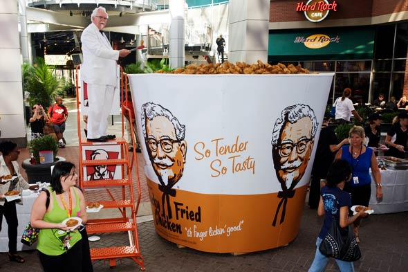 Kentucky Fried Chicken, World Record, bucket, Colonel Sanders