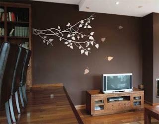 como é feito a aplicação de adesivos decorativos na parede
