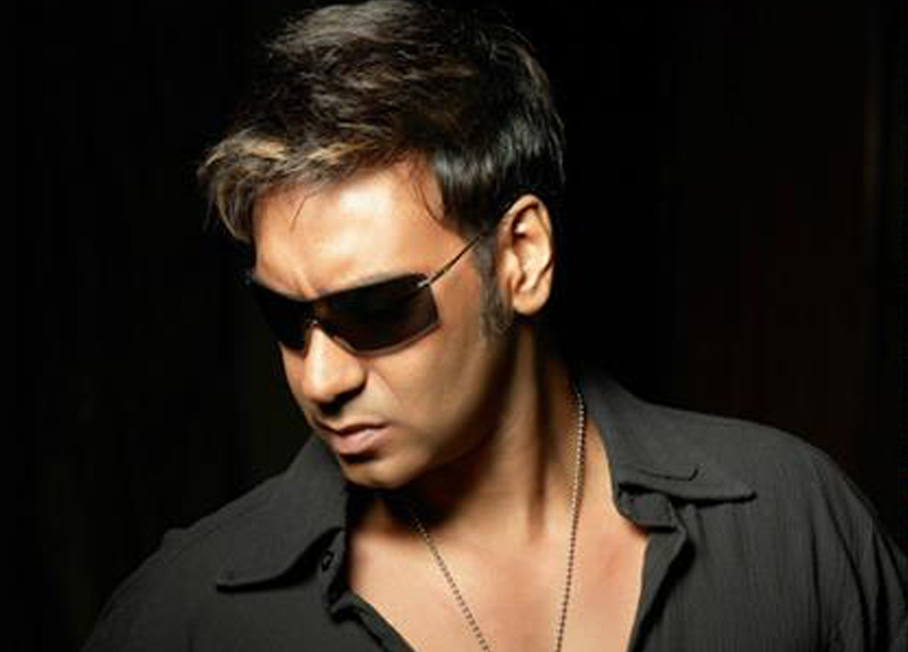 http://2.bp.blogspot.com/-lktWjvoWUnw/UPuQzDeFt_I/AAAAAAAAHcA/Fk8o0-K2SO4/s1600/Ajay+Devgan+hot+femtin+bollywood+hd+wallpaper.jpg