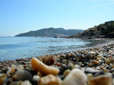 Foto Playa con piedras