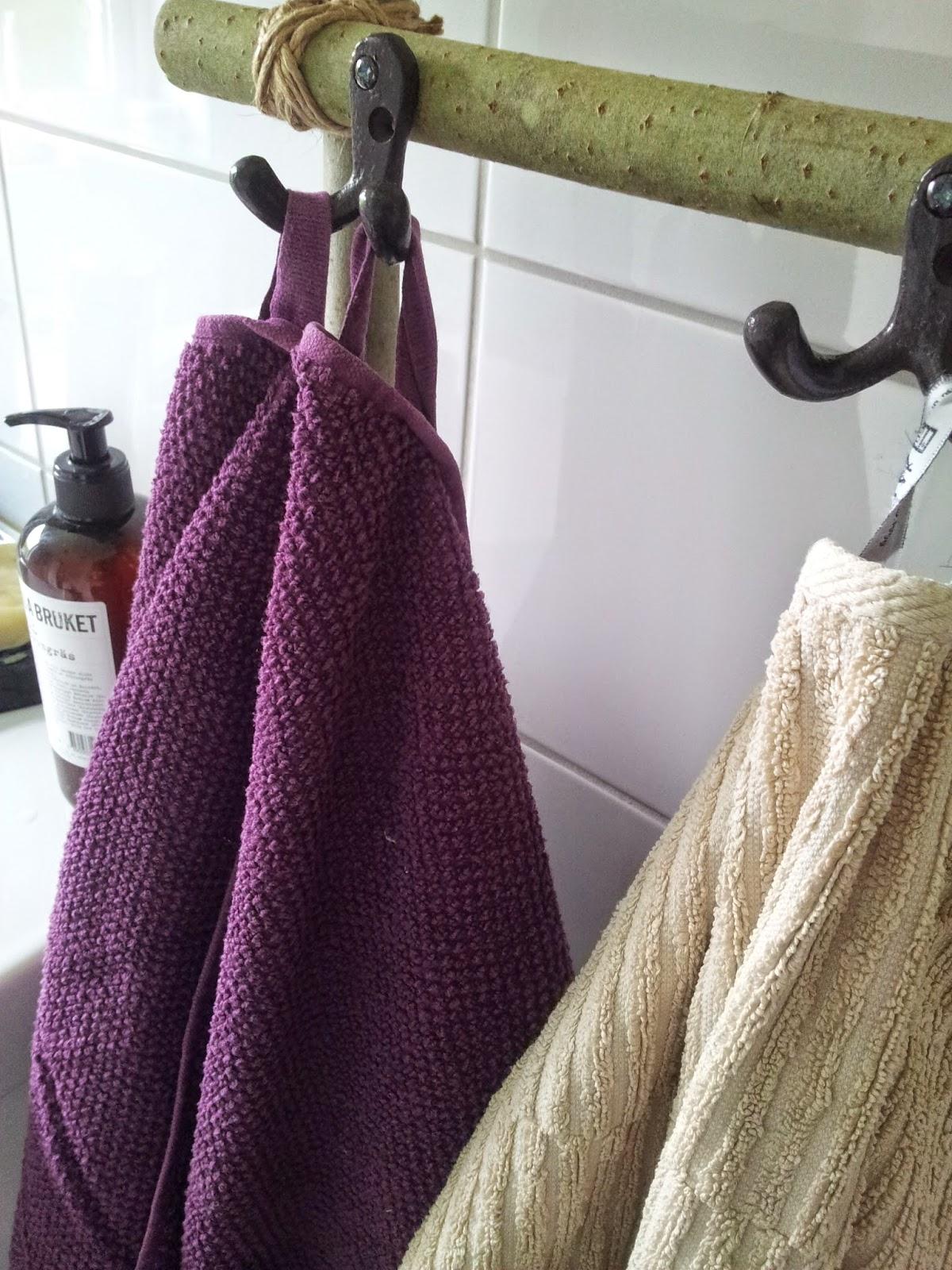 Lottas skaparkraft: handdukar på stege i badrummet
