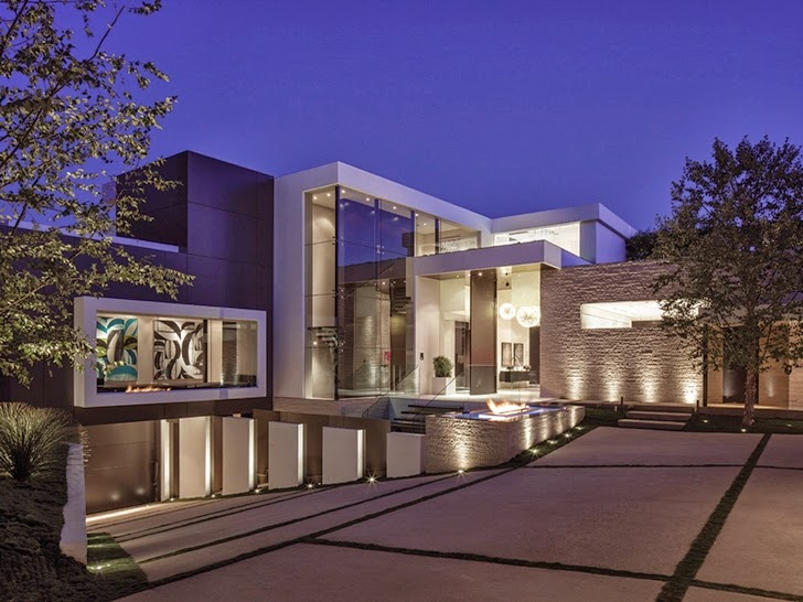Facade of Perfect modern mansion in Beverly Hills