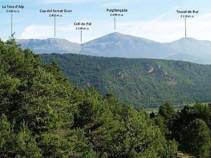 Vistes de la Tosa d'Alp i el Puigllançada des de la Collada de les Bassotes