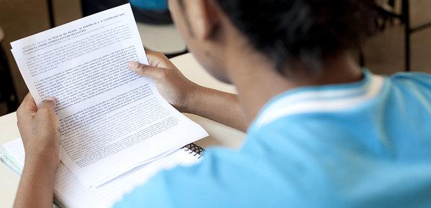 http://revistaescola.abril.com.br/fundamental-1/importancia-leitura-sala-aula-fluencia-leitora-748409.shtml?page=1