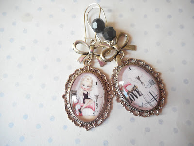 http://www.alittlemarket.com/boucles-d-oreille/fr_boucles_d_oreille_dormeuses_vintage_miss_made_with_love_rose_rouge_love_couture_machine_a_coudre_mannequin_-16018041.html