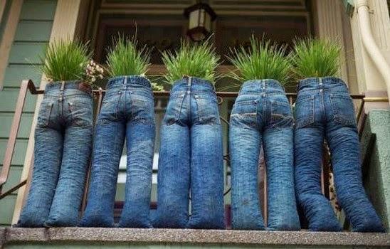 Pot Bunga Cantik dari Celana Jeans