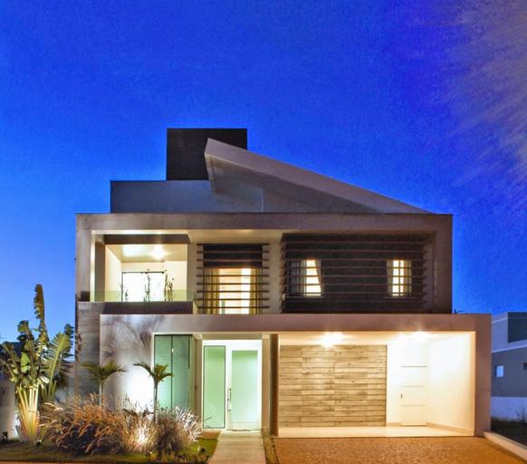 Casa moderna com jardim