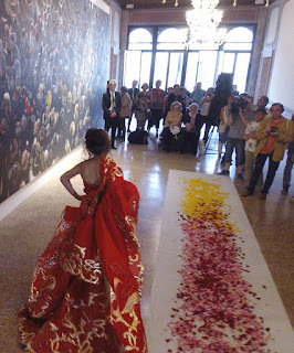 vestito di André Kim -  performance by NAM HONG Venice Biennale 2015