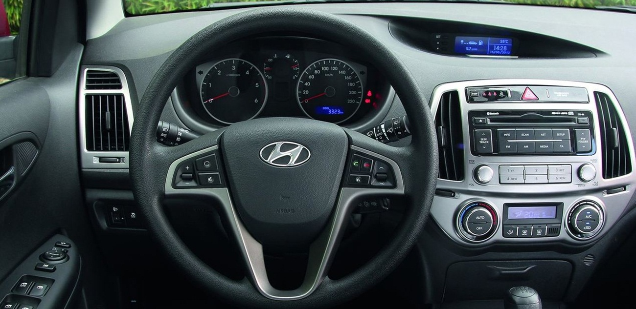 2013 hyundai i20 reviews auto car news and modified for Interior hyundai i20