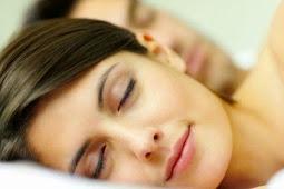 Inilah 10 Manfaat Sehat Tidur Telanjang Bulat
