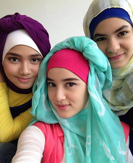 Style Hijab Remaja ala Artis Anna Karina Gilbert
