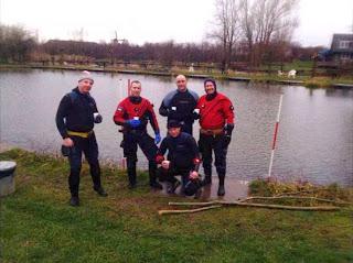 De duikers van duikvereniging Albacare Zutphen die de klus geklaard hebben.