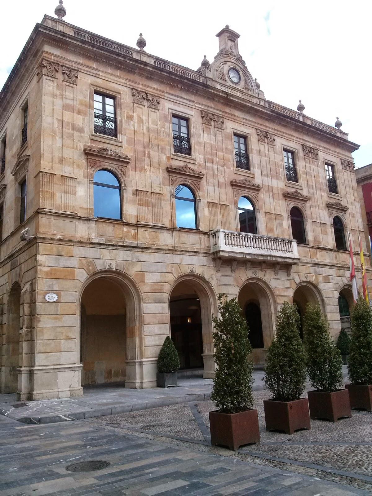 plaza mayor ayuntamiento gijon asturias