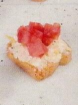 Canapes de Tomate  con  Queso de Cabra,  Limon y Piimienta