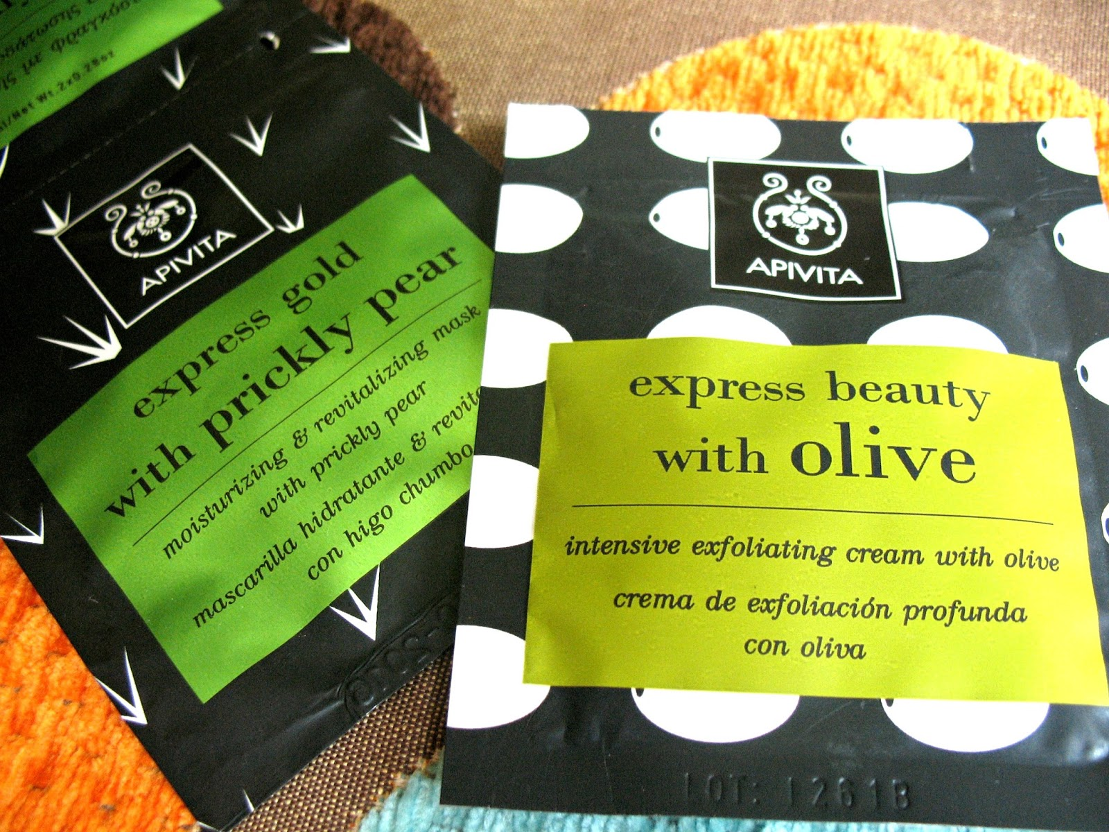 Apivita_skincare_facial_mask_scrub_olive_prickly_pear_review_01