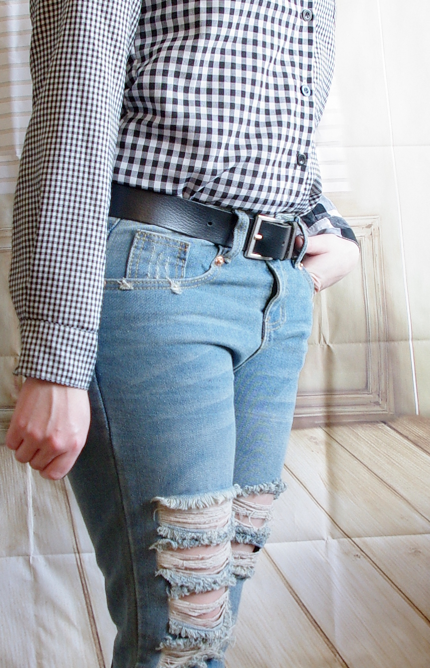 Outfit Ripped Jeans und Karohemd
