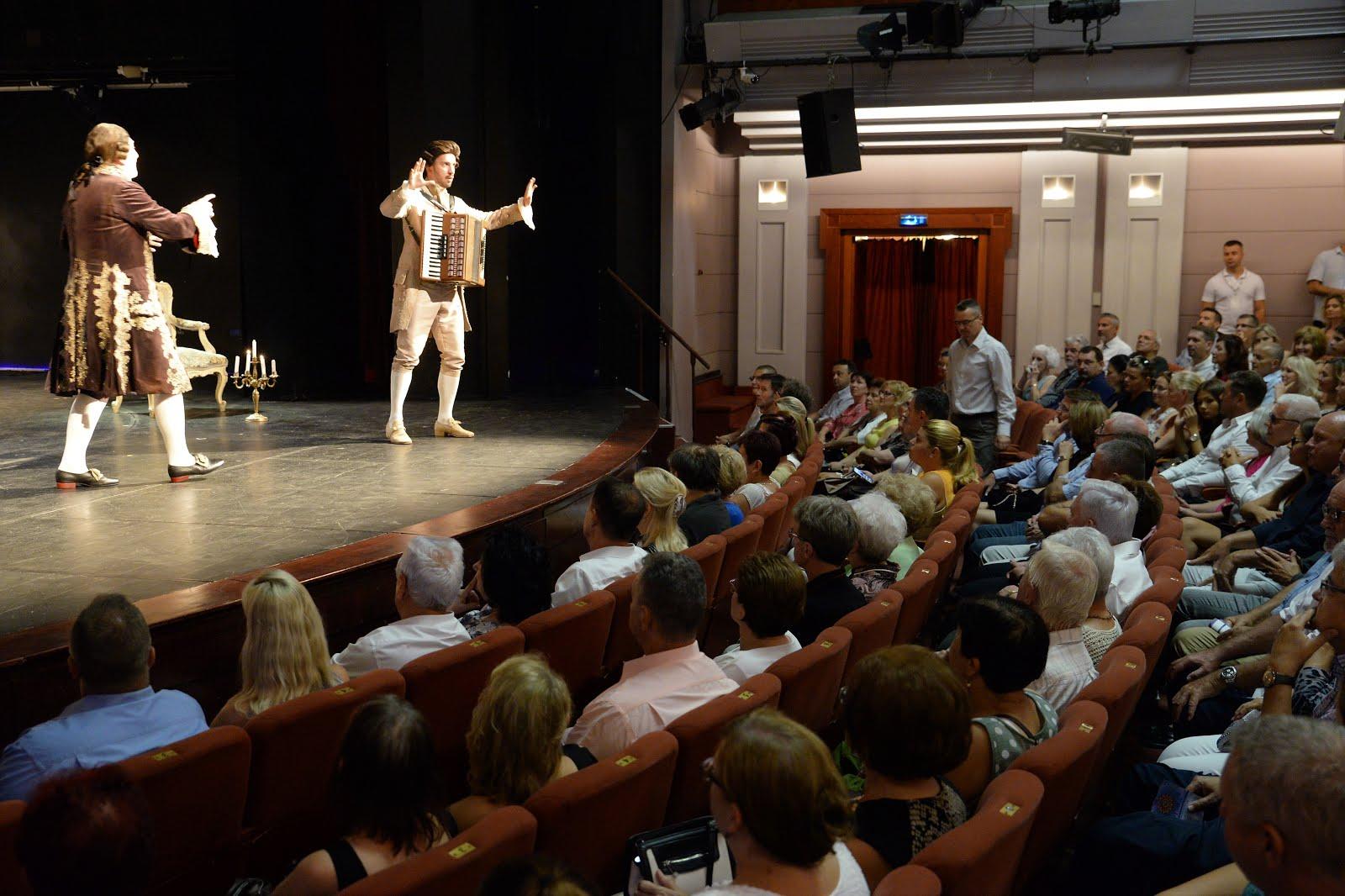 Ossza meg velünk véleményét, most 20 000 Ft értékben színházi belépőt nyerhet!