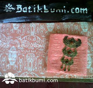 kain batik motif papua