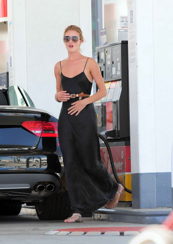 Rosie Huntington-Whiteley – Nipslip Candids in Los Angeles