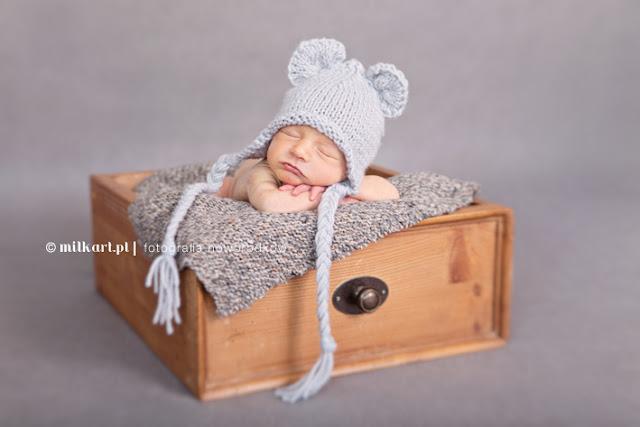 rekwizyty do sesji fotograficznych noworodków i niemowlaków welniane czapki handmade ręcznie robione czapki czapeczki akcesoria