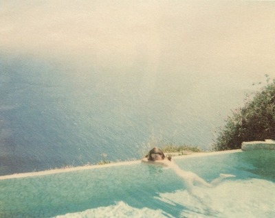 Sofia Coppola by Jurgen Teller, Sofia Coppola nude in a beautiful swimming pool bu the ocean