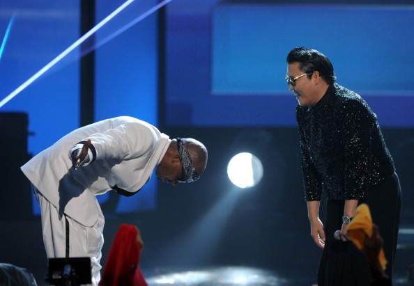 Gangnam Style Psy and MC Hammer on 40th American Music Awards