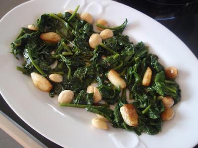 espinacas con ajos y almendras