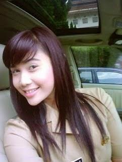 "<div class=""separator"" style=""clear: both; text-align: center;""> <a href=""http://2.bp.blogspot.com/-KI-jM9MopfU/U_R_rxJgINI/AAAAAAAAFn0/ZCuWcEOkLKA/s1600/foto-cewek-pns-yang-cantik-1.jpg"" imageanchor=""1"" style=""margin-left: 1em; margin-right: 1em;""><img alt=""Mengintip Foto Cewek PNS Yang Cantik dan Anggun - Becak Siantar"" border=""0"" src=""http://2.bp.blogspot.com/-KI-jM9MopfU/U_R_rxJgINI/AAAAAAAAFn0/ZCuWcEOkLKA/s1600/foto-cewek-pns-yang-cantik-1.jpg"" height=""300"" title=""Mengintip Foto Cewek PNS Yang Cantik dan Anggun - Becak Siantar"" width=""400"" /></a></div>"