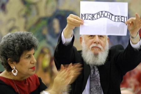Musik Macht Frei! Israeli protest again Daniel Barenboim in 2004