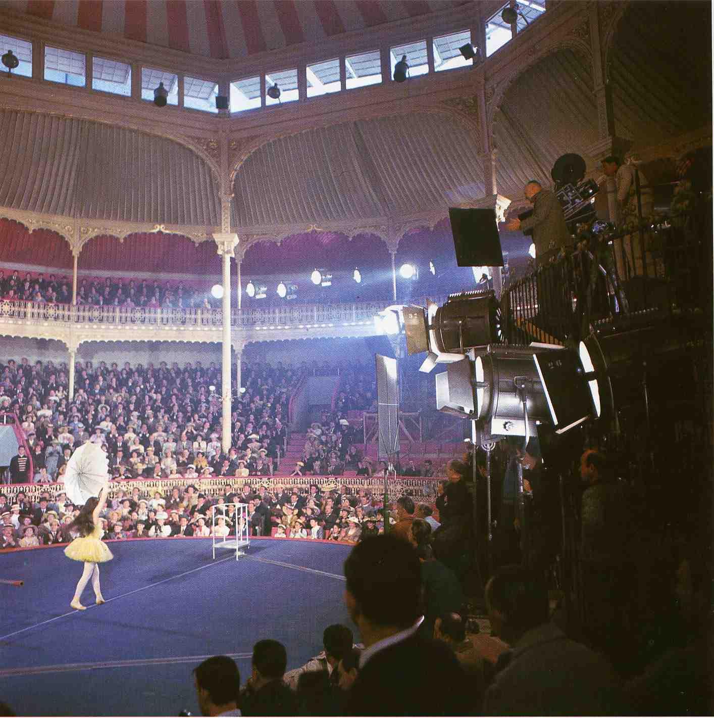 http://2.bp.blogspot.com/-loxdl5L-6zA/TZ7B08U45SI/AAAAAAAAAVA/ZYXkpI61AsM/s1600/teatro+circo+price.jpg