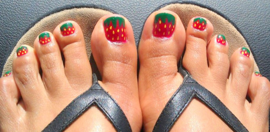 Fancy schmancy nails strawberry toes flower nails here are my strawberry toes and i think they came out soooo cute i made the leaves with a striper and dotted the yellow seeds on with a pointy dotting prinsesfo Gallery