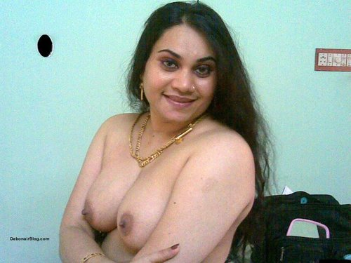 Desi indian hot n sexy aunty showing cute boobs,Nashili ankhe