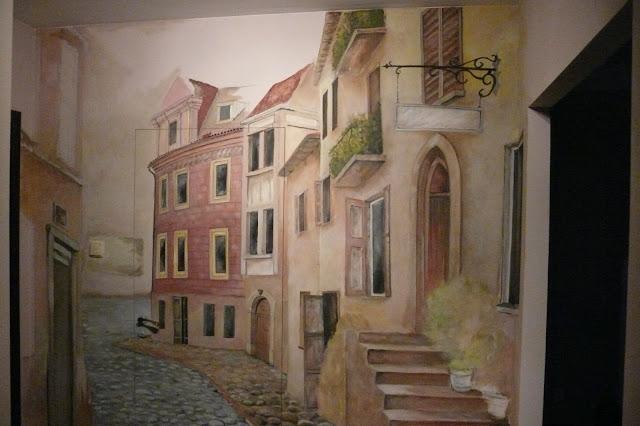 Malarstwo ścienne, Toruń, wąska uliczka w perspektywie