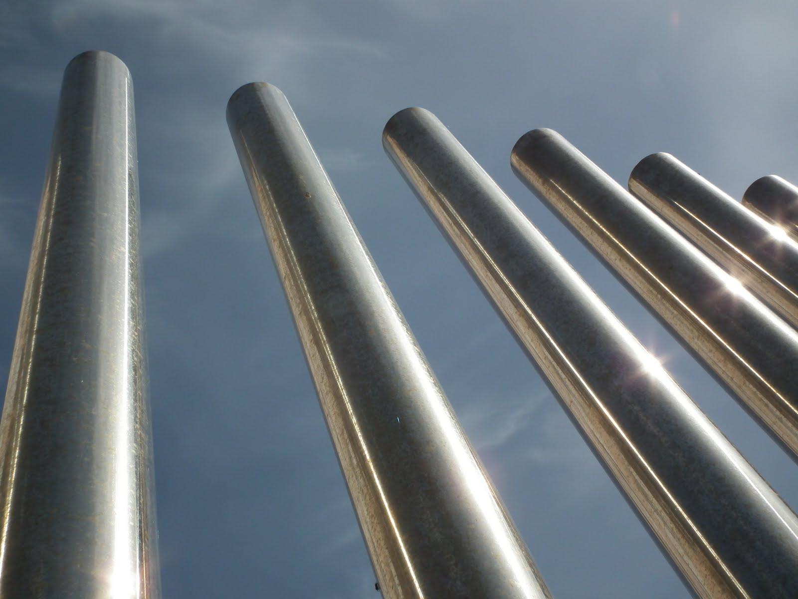 White Metal Pillars : Metal pillars