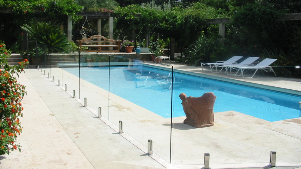 Glass pool fence systems nyc for Glass pool fences