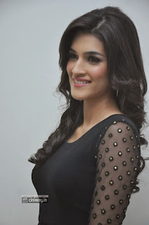Kriti-Sanon-Stills-at-1-Nenokkadine-Audio-Launch