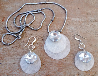 how to make bubble wrap jewelry