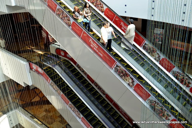 TGIFridays ads in Dubai Festival City escalators