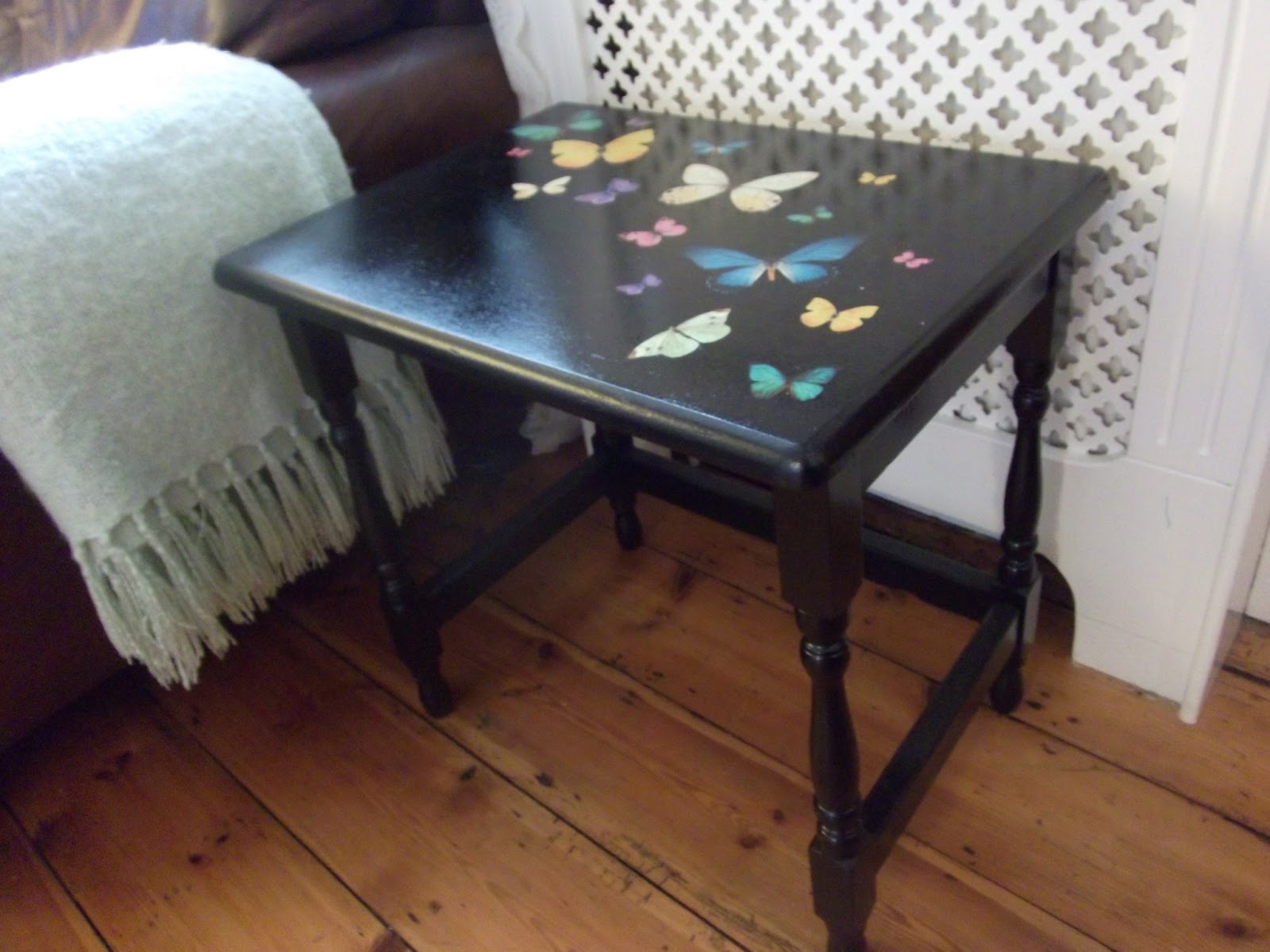 DIY Tutorial On How To Upcycle An Old Wooden Side Table On A Shoestring:  Using Spray Paint, Rub On Decals And Varnish.