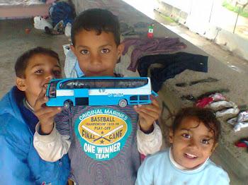 ITALIA - i bambini Rom chiedono alla Polizia di essere protetti dal Razzsimo e dal Nazismo