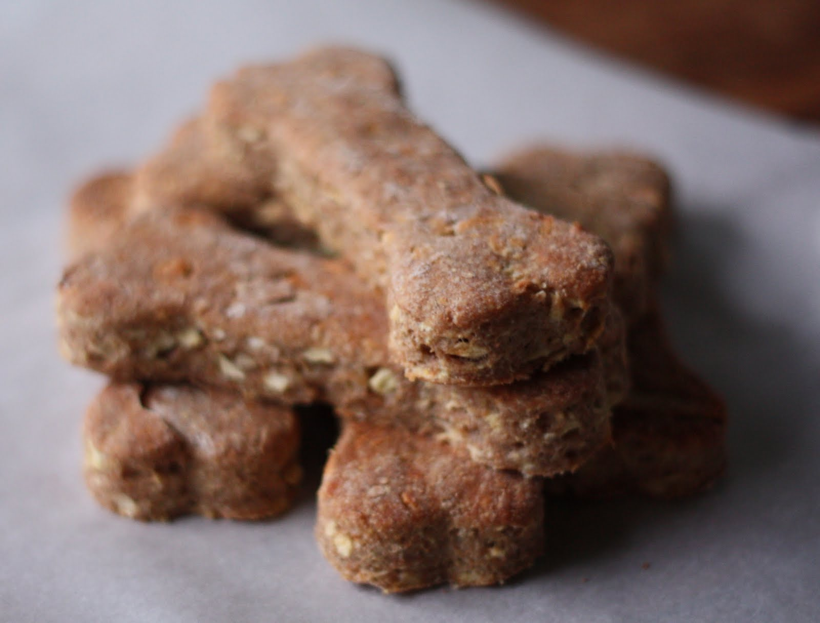Homemade Dog Treats http://www.17apart.com/2011/09/how-to-homemade-natural-dog-treat.html