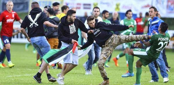 PEMAIN ISRAEL DISERANG MASSA PRO-PALESTINA