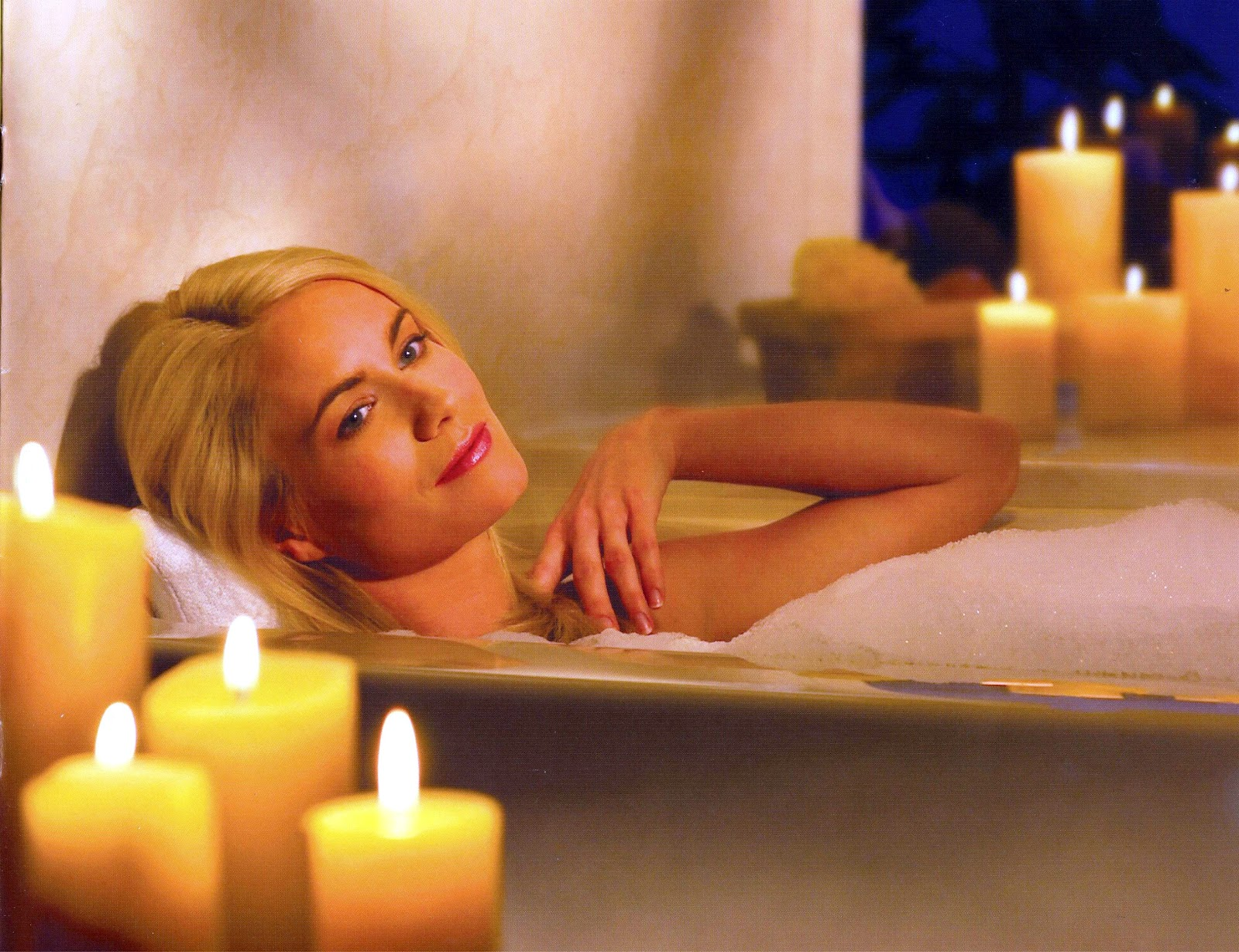 Relaxing Bubble Bath Candles A few candles and dim the