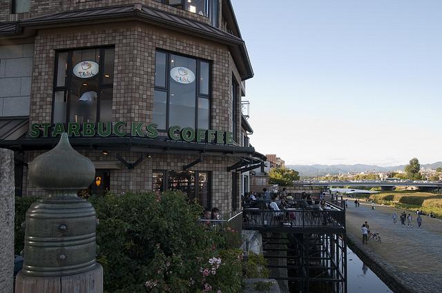 100 restaurantes construídos sobre palafitas