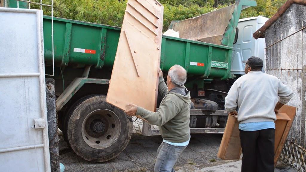 - Prefeitura faz coleta diferenciada e recolhe entulho de obras, lixo de jardim e móveis velhos