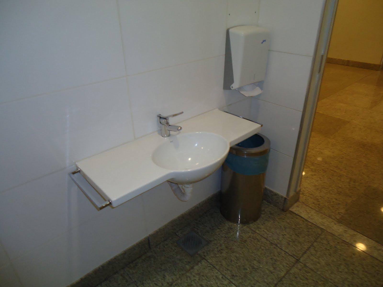 Imagens de #694916 Acessibilidade na Prática: Sanitário Familiar do Shopping Campo  1600x1200 px 3582 Barra Para Banheiro De Cadeirante