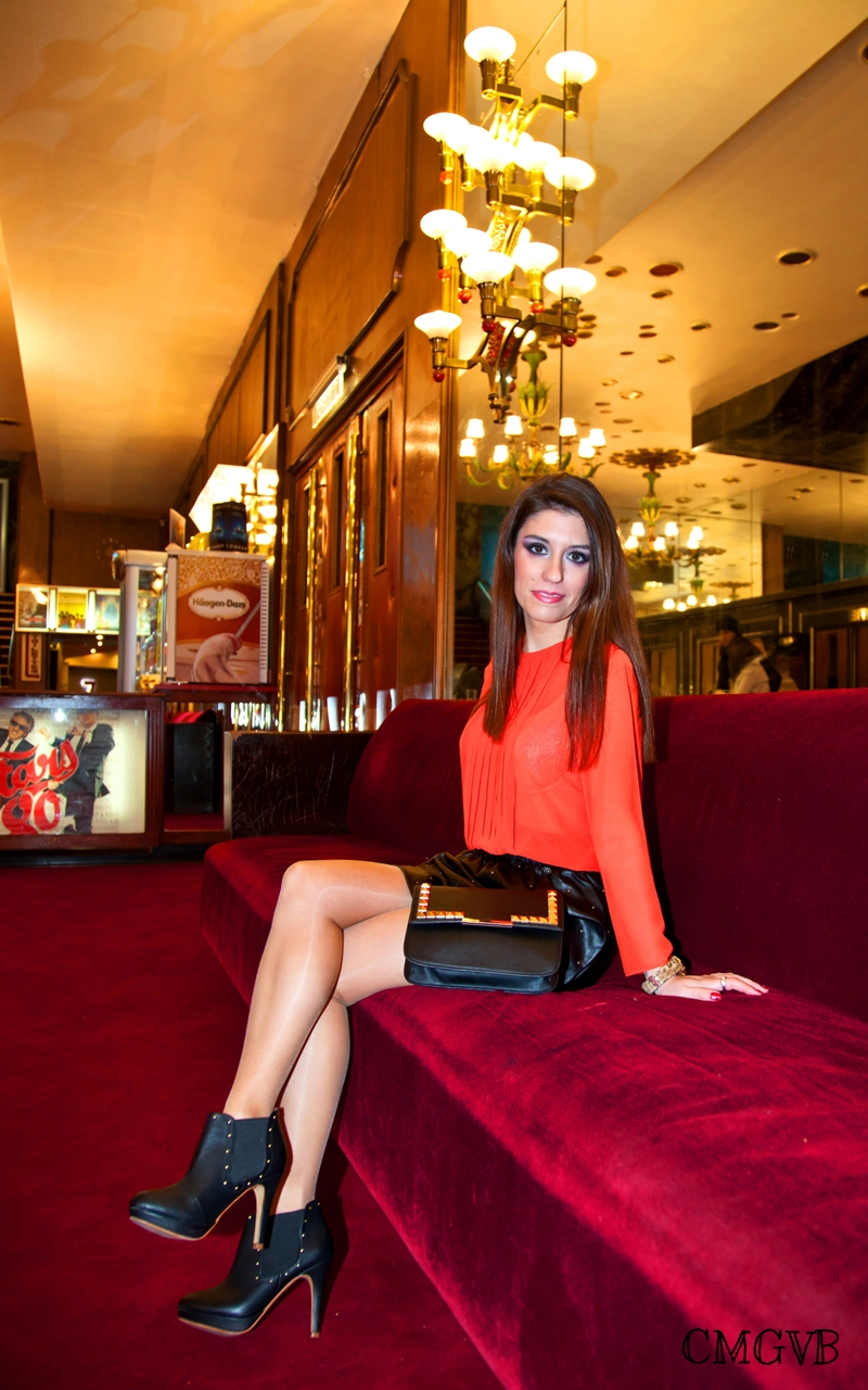 diana dazzling, fashion blogger, fashion blog,  cmgvb, como me gusta vivir bien, dazzling, cinema, Le Grand Rex, Paris, outfit, leather skirt, skyfall, James Bond, chiffon blouse