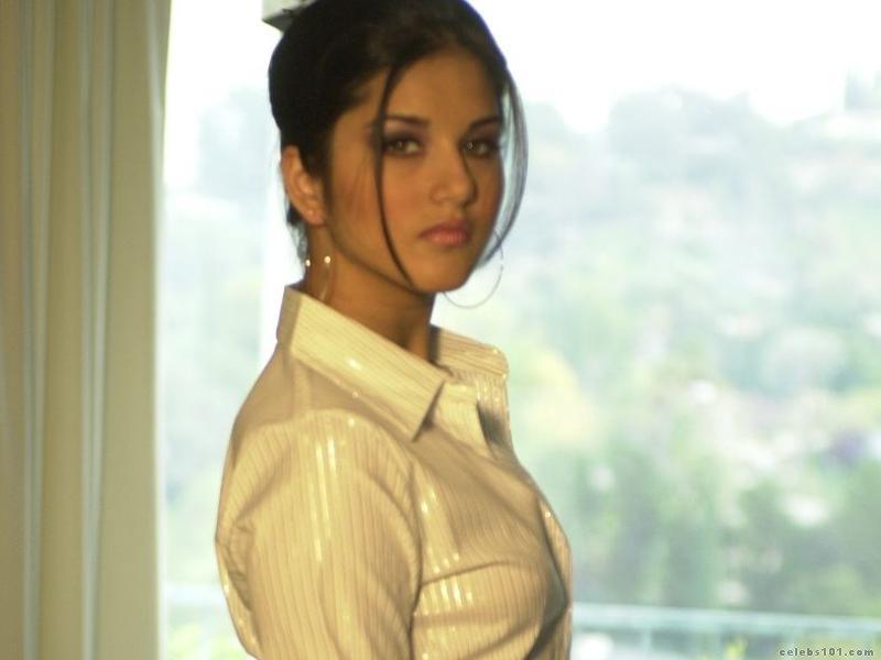 Sunny Leone Hot Photoshoot Iniya Bold